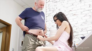 Old fart enjoys fucking pretty hot brunette in glasses Ashely Ocean