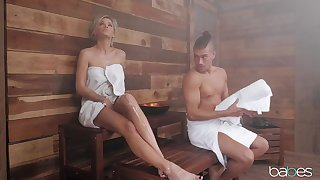 Peachy knockout Jessa Rhodes has it going on in the sauna