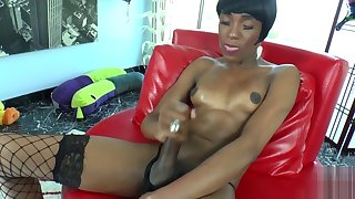 Cute ebony tranny tugs off her hard cock